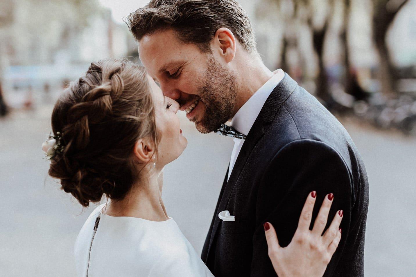 Brautpaar kurz vor dem Kuss Brautpaarfotos Hochzeitsfotograf Koeln
