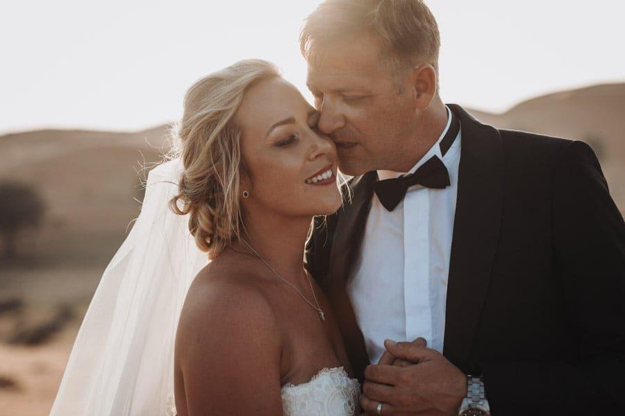 Wuestenhochzeit Hochzeitsfotograf Brautpaar