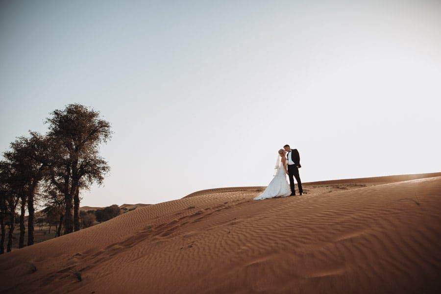 Ich hatte als Hochzeitsfotograf die Möglichkeit eine Hochzeit in der Wüste von Dubai zu fotografieren. Eine Hochzeitsreportage in der Wüste ist etwas ganz besonderes für einen Hochzeitsfotografen.