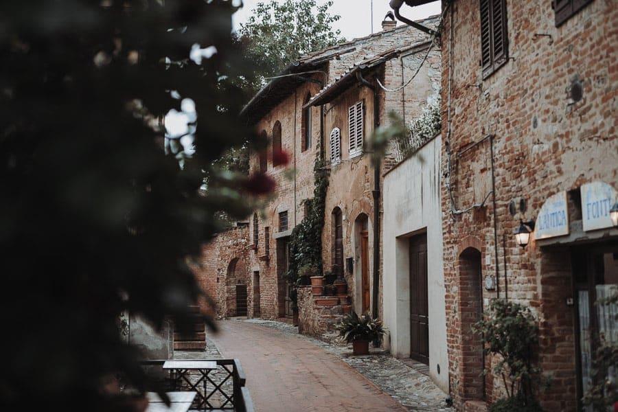 Gasse in Certaldo Italien