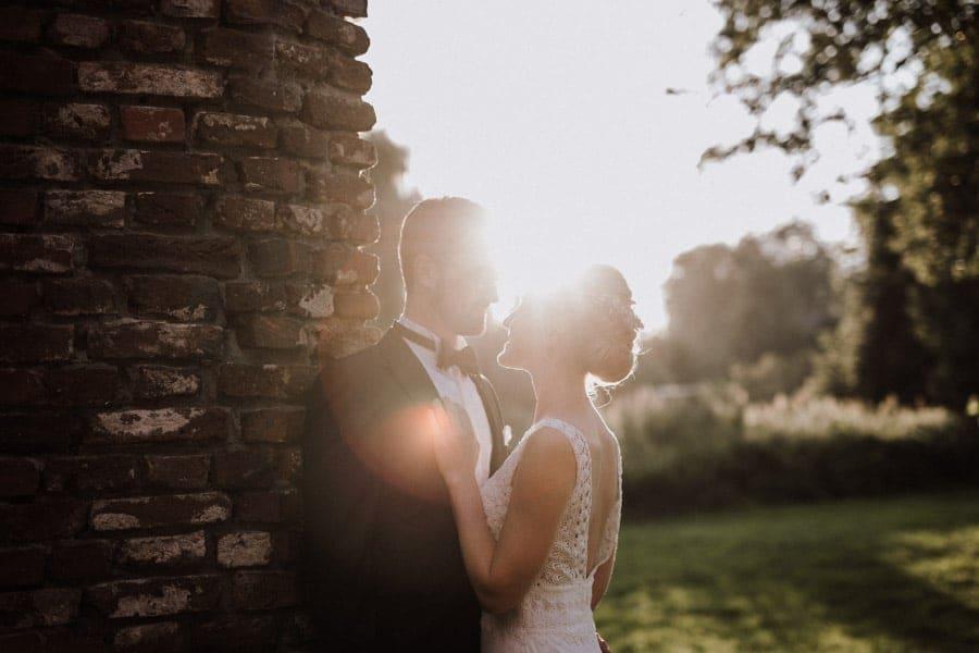 Brautpaar im Sonnenuntergang Schloss Hertefeld