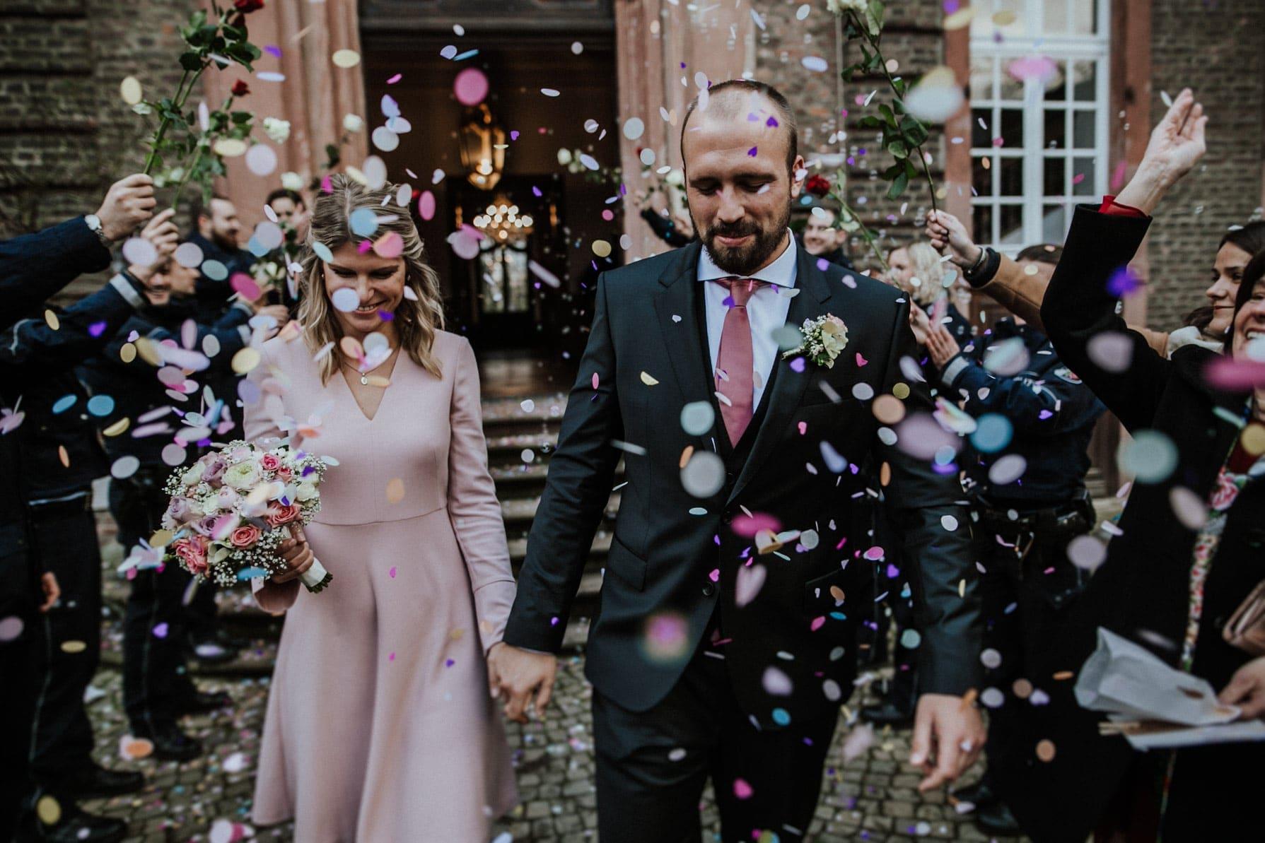 Hochzeitspaar im Schloss Wahn Köln standesamtlich heiraten im Schloss