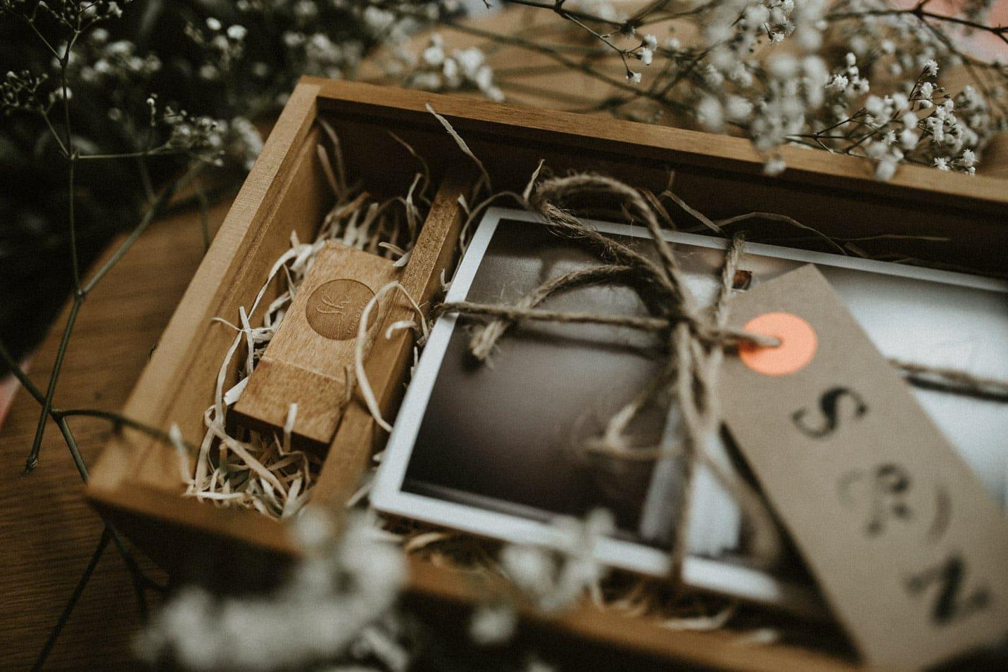 Holz USB Stick vom Hochzeitsfotografen Sven Hebbinghaus