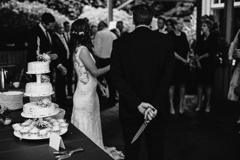 Brautpaar Messer Kuchen anschneiden Hochzeitsfotograf