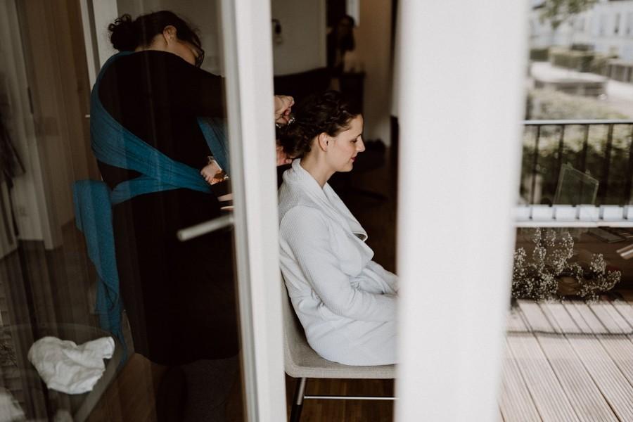 Hochzeitsfotograf Getting Ready Braut Köln Sülz Sven Hebbinghaus